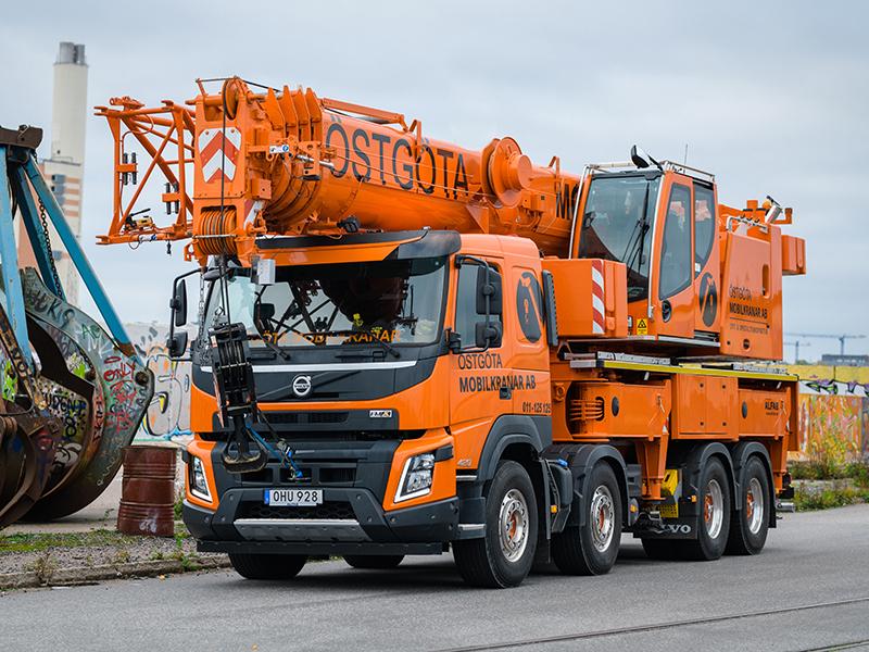 Mobilkran 60 ton i industriområde